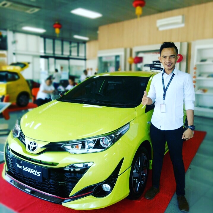 Sales Marketing Mobil Dealer Toyota Ari