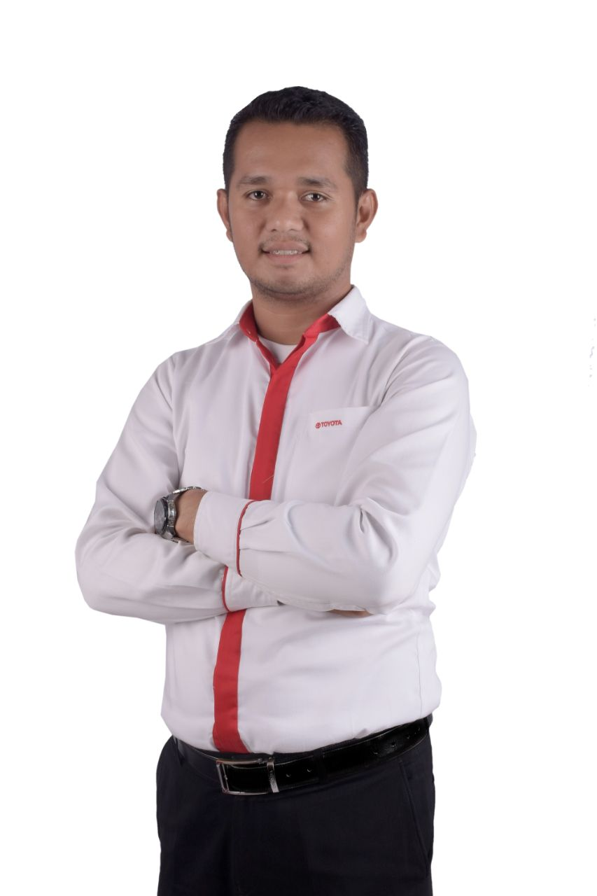Sales Marketing Mobil Dealer Toyota Irwan