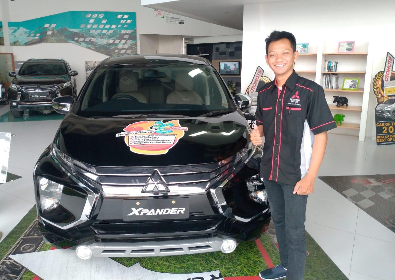 Sales Marketing Mobil Dealer Mitsubishi Biso